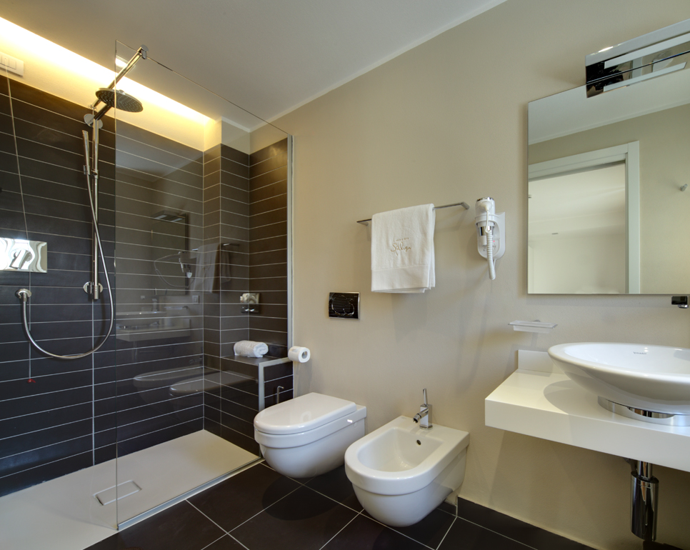 Valli arredobagno per spluga sosta hotel arredativo design magazine - Sale da bagno moderne ...