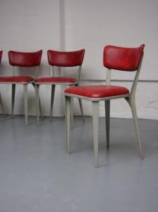 BA3 sedia vincitrice nel 1954 della Medaglia d'oro alla Triennale di Milano.