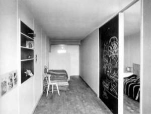 Interno progettato da Charlotte Perriand per il Padiglione Svizzero nella città universitaria di Parigi.