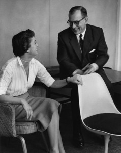 Florence Knoll con Saarinen (mc3bignews.wordpress.com)