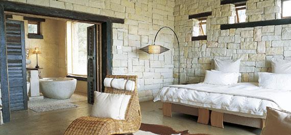 Pietra ricostruita in camera da letto arredativo for Letto stone