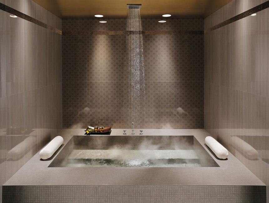 Colore in bagno con finiture mosaico arredativo design magazine - Vernice per bagno al posto delle piastrelle ...