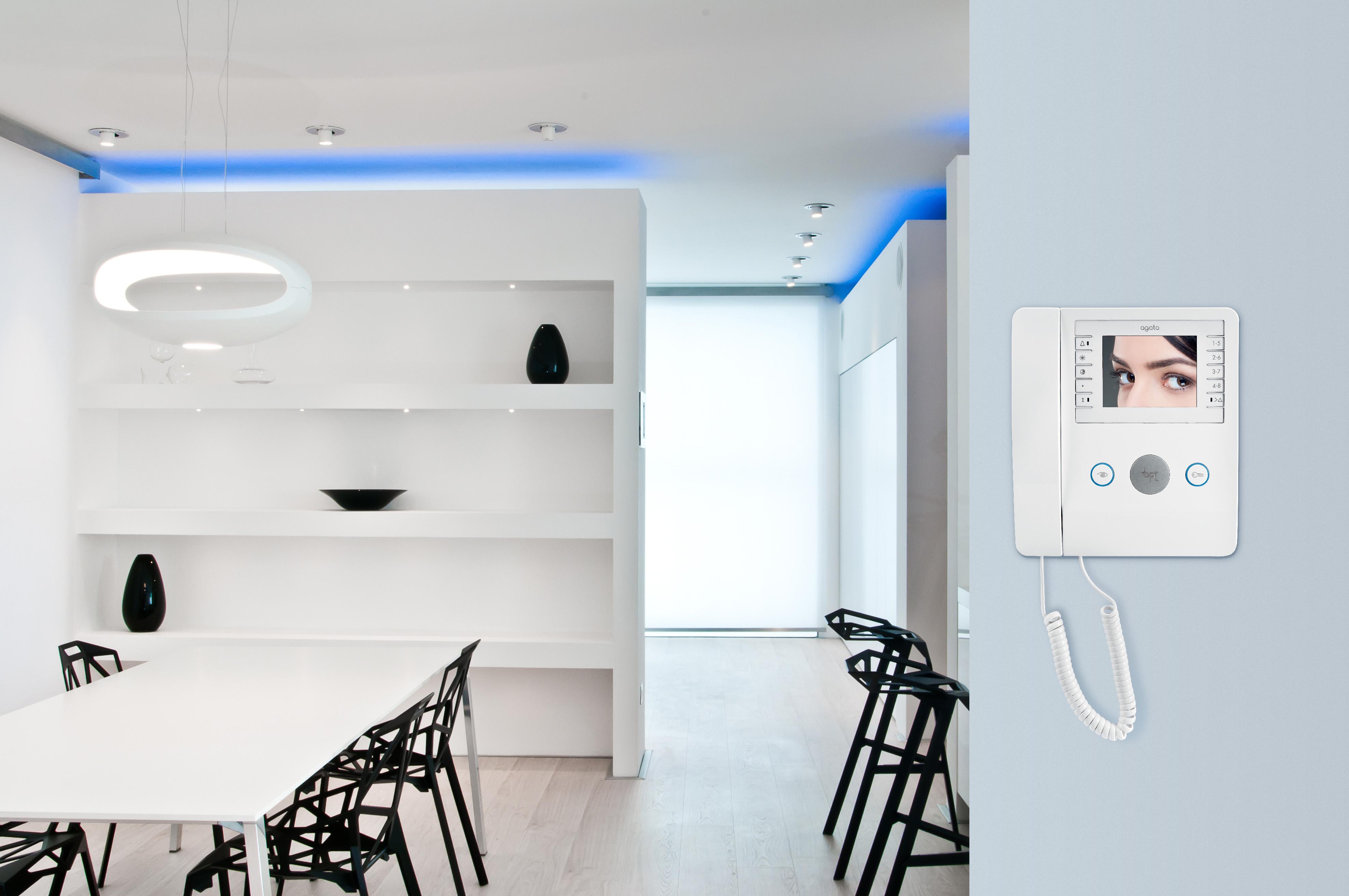 Bpt arreda la casa con agata il nuovo videocitofono a for Nuovo design della casa con planimetria