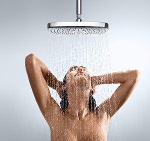 HansgroheRaindanceSelect_E_300_OverheadShower_People_Rain_
