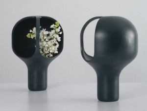 cute-and-fascinating-black-small-design-for-heirloom-vase-inspired-by-the-art-of-ikebana