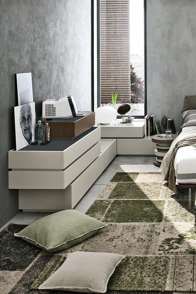 Stile moderno in camera da letto linea replay e letto liz for Trittico per camera da letto