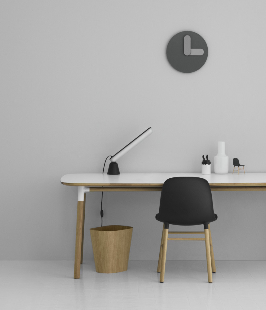 3900_form_chair_miniature_office_1