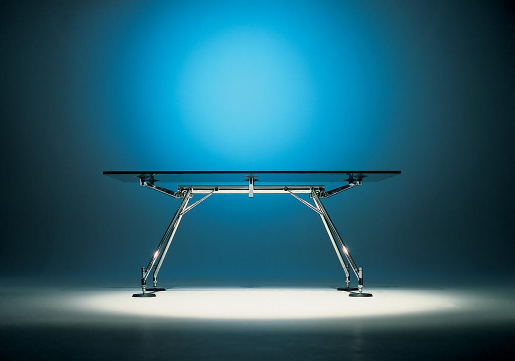NOMOS 30: il trentennale del tavolo di Norman Foster per